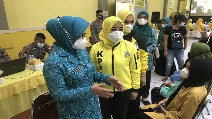 Ketua Tim PKK Kalbar Tinjau Vaksinasi Khusus Perempuan