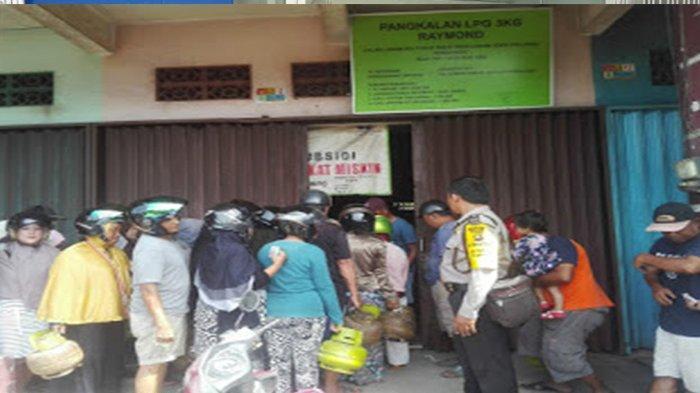 Personil Polsek Pemangkat Amankan Jalannya Penjualan Gas LPG