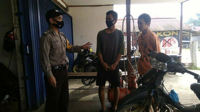 Bripka Sapto Berikan Teguran Warga yang Tidak Menggunakan Masker
