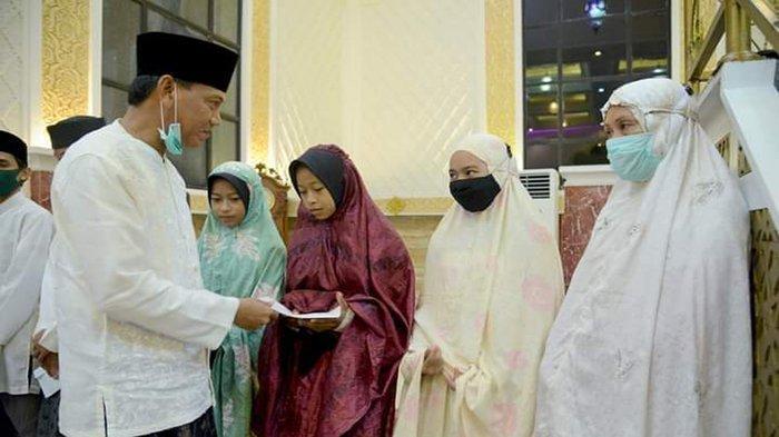 Farhan Ikut Peringati Malam Nuzulul Quran, Bagikan Santunan ke Anak Yatim Piatu