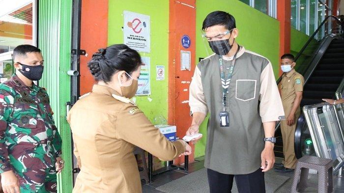 Wali Kota Tjhai Chui Mie Tinjau Prokes Pusat Perbelanjaan di Singkawang Jelang Idul Fitri