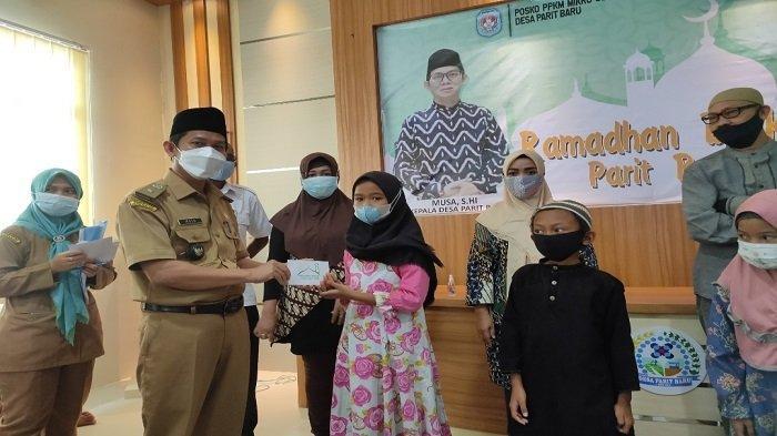 Sambut Perayaan Idul Fitri 1442 H, Sebanyak 105 Anak Kurang Mampu di Desa Parit Baru Terima Santunan