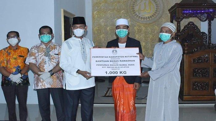 Jelang Idul Fitri, Farhan Kembali Salurkan Bantuan Beras yang Dibeli dari Petani Lokal