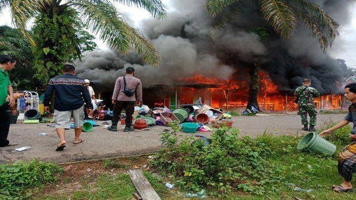 BREAKING NEWS - Ditinggal Lebaran, 4 Unit Bangunan Usaha Warga di Sekadau Hangus Terbakar