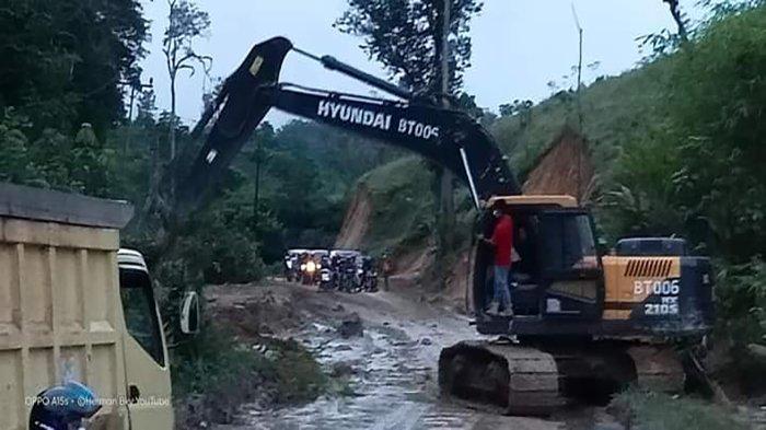 Bupati Darwis Turun ke Lokasi Tanah Longsor, Cek Perbaikan Ruas Jalan