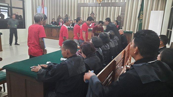 BREAKING NEWS - 6 Peladang Vonis Bebas di Pengadilan Negeri Sintang Kalbar
