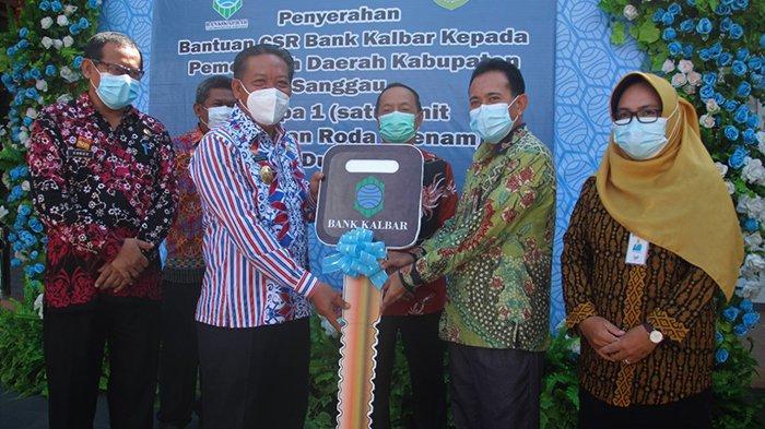 Bupati Sanggau Terima Satu Unit Dump Truck Bantuan CSR Dari Bank Kalbar
