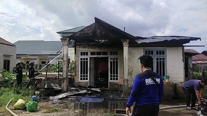 Sedang Berjualan, Atniati Syok Saat Pulang Rumahnya Terbakar