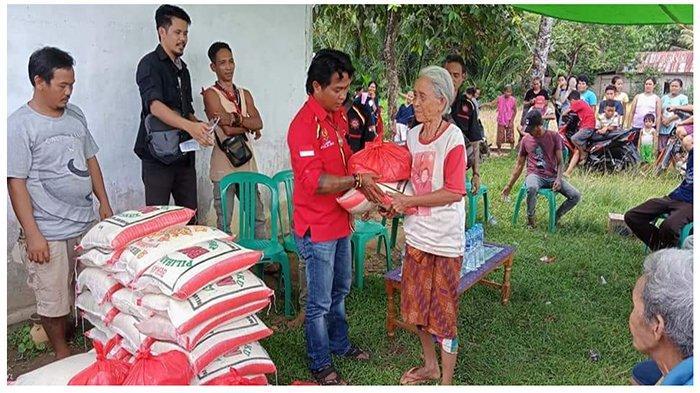 TBBR Salurkan Bantuan Sembako Untuk Lansia di Desa Sailo Mempawah Hulu