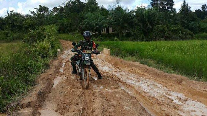 Kisah Perjuangan Babinsa Wardiono Menuju ke Desa Binaan