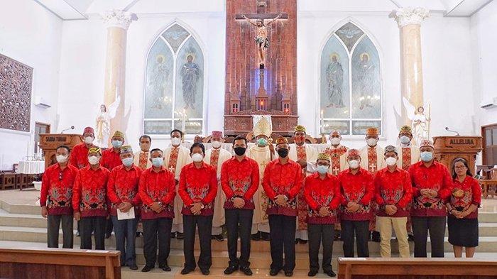 Bupati Kapuas Hulu Hadiri Misa Syukur Paroki Putussibau