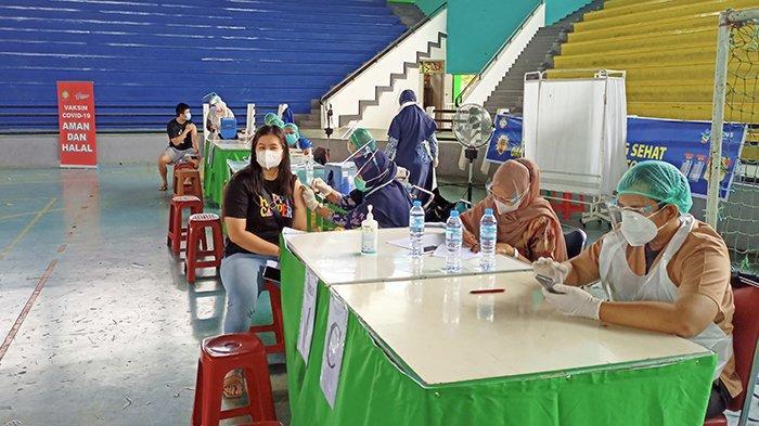 Warga Pontianak Akui Pelayanan Petugas Vaksinasi Massal Baik