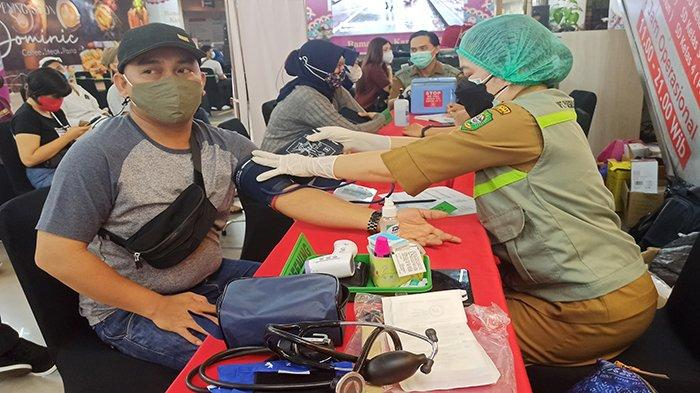 Gencar Vaksinasi Massal, Wali Kota Singkawang Targetkan 1.000 Vaksin Per Hari
