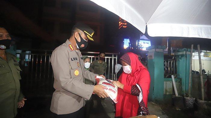 Gelar Patroli Skala Besar PPKM Level 4, Polresta Pontianak Sampaikan Imbauan dan Bantuan