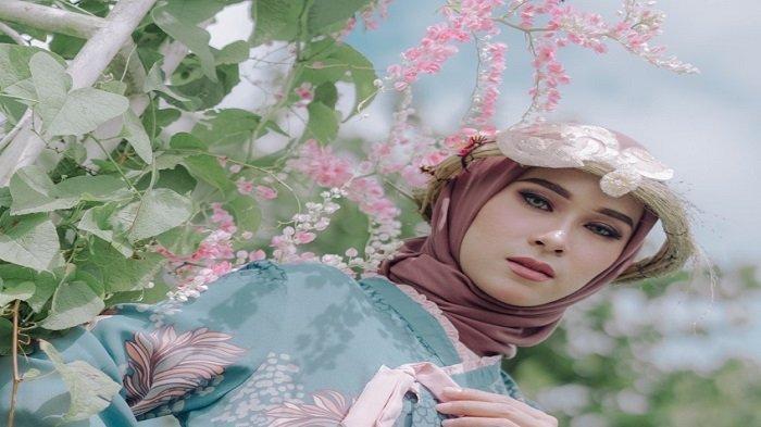 Kisah Model Cantik Camelia Abraham Berkarir di Malaysia Hingga Menjadi MUA, dan Fashion Designer