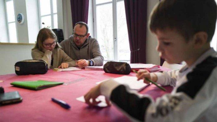Pentingnya Peran Orangtua Dalam Proses Belajar dari Rumah, Kemendikbud Hadirkan Solusi