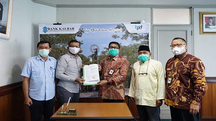Bank Kalbar Salurkan Satu Unit Ambulance kepada RS Yarsi Pontianak