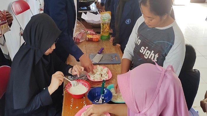 Mahasiswa Asal Kayong Utara Adakan Pelatihan Pembuatan Nugget Ikan di Kepulauan Karimata