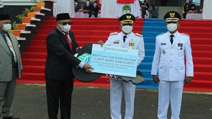 Di HUT RI Ke-76, Bank Kalbar Serahkan Bantuan CSR Berupa 1 Unit Mobil Ambulance