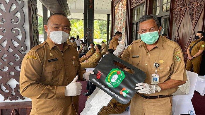 Rustami Sebut Bantuan dari Pemprov Kalbar akan Bermanfaat untuk Penanganan Covid-19 di Ketapang