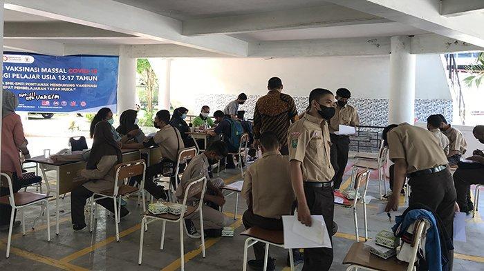 Ratusan Siswa Gabungan dari 3 Sekolah Mengikuti Vaksinasi Massal di SMTI Pontianak