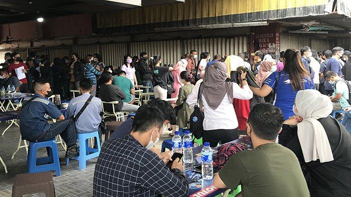 Ratusan Warga Antusias Mengikuti Vaksinasi Massal yang Digelar Syarif Machmud Alkadri