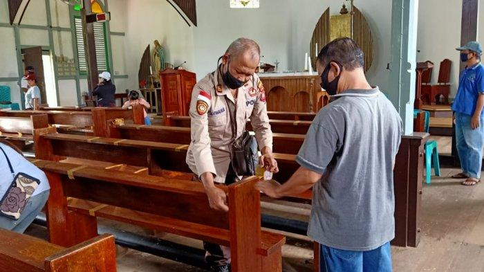 Polsek Seberuang Sosialisasikan New Normal Life di Gereja Katolik Santo Fidelis Sejiram