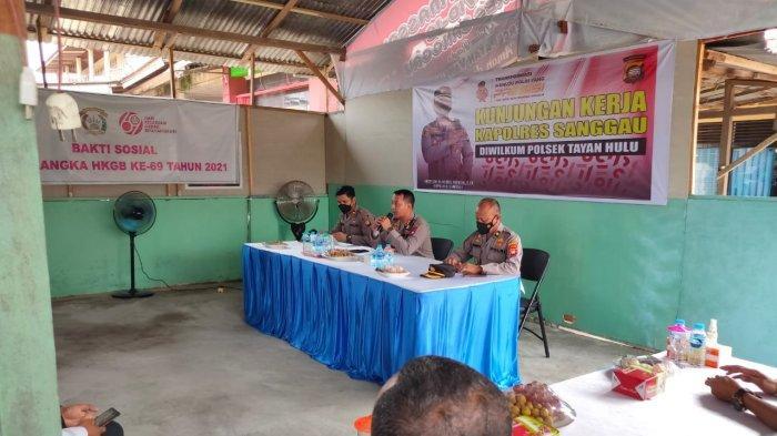 Kapolres Sanggau AKBP Ade Kuncoro Ridwan, S.I.K. beserta rombongan PJU Polres Sanggau melaksanakan Kunjungan Kerja di Mapolsek Tayan Hulu, Kamis 7 Oktober 2021.