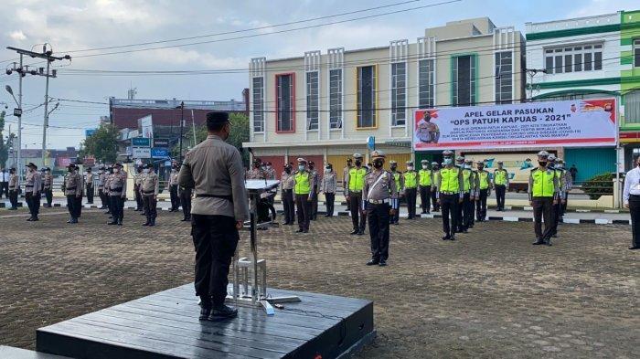 Kapolres Sanggau AKBP Ade Kuncoro Ridwan S.I.K pimpin langsung gelar pasukan Ops Patuh Kapuas 2021 di halaman Mapolres Sanggau secara internal yang di hadiri oleh PJU Polres dan seluruh Personel Polres Sanggau, Senin 20 September 2021.