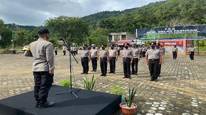 35 Personel Polres Kayong Utara Naik Pangkat, Kapolres Bambang Minta Tingkatkan Kinerja