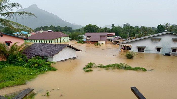 Hujan Deras, Banjir dan Longsor Landa Sejumlah Wilayah di Kalimantan Barat