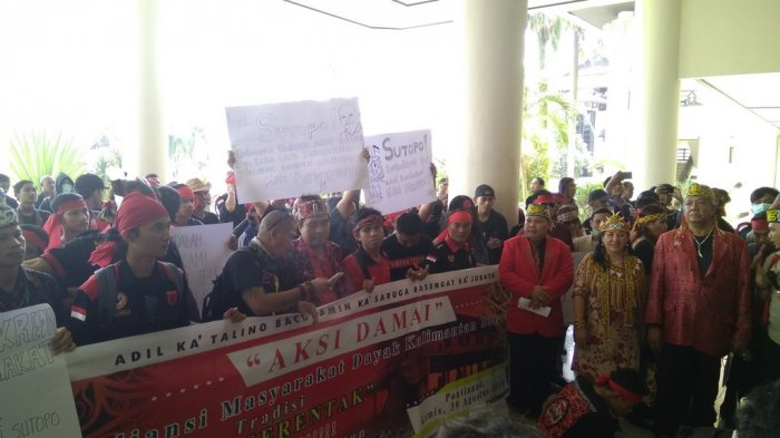 Sikapi Pernyataan BNPB, Aliansi Masyarakat Dayak Kalbar Gelar Aksi Damai