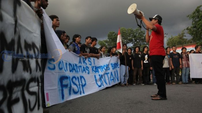 Kecam Penetapan Status FN Terburu-buru, Mahasiswa Fisip Untan Gelar Aksi Solidaritas - aksi-solidaritas_20180531_193623.jpg