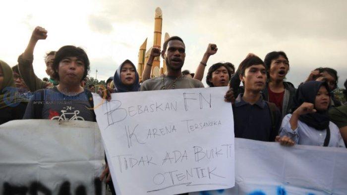 Kecam Penetapan Status FN Terburu-buru, Mahasiswa Fisip Untan Gelar Aksi Solidaritas - aksi-solidaritas_20180531_193634.jpg