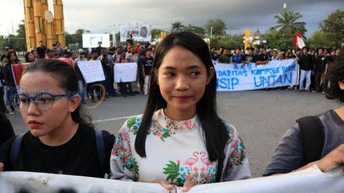 Kecam Penetapan Status FN Terburu-buru, Mahasiswa Fisip Untan Gelar Aksi Solidaritas - aksi-solidaritas_20180531_193701.jpg