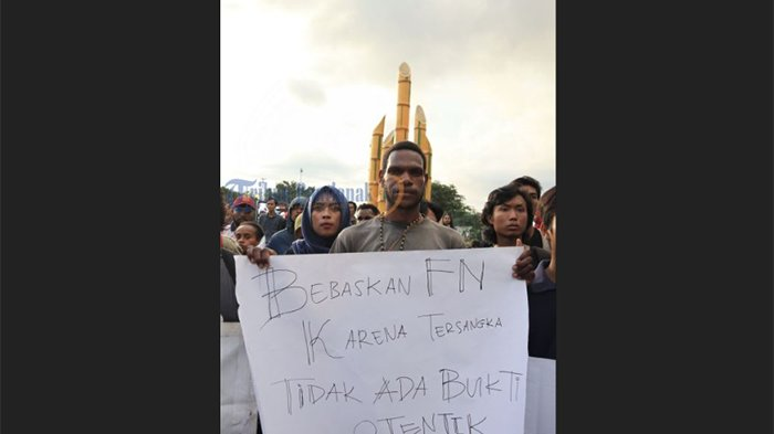 Kecam Penetapan Status FN Terburu-buru, Mahasiswa Fisip Untan Gelar Aksi Solidaritas - aksi-solidaritas_20180531_194050.jpg
