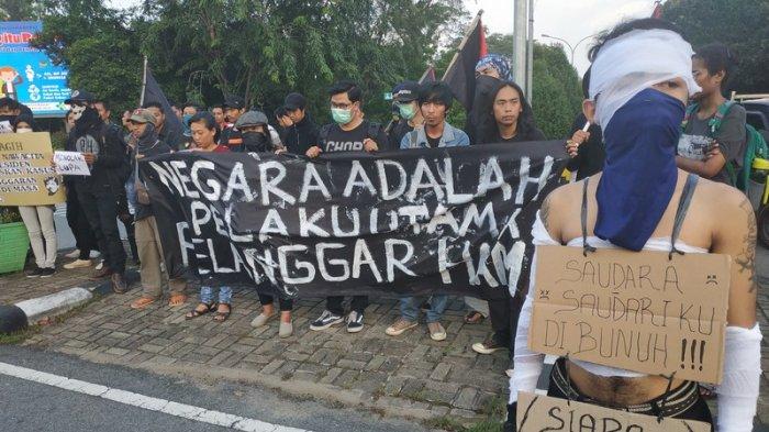 September Hitam Aksi Menolak Lupa Oleh Massa Pontianak Hitam Tribun Pontianak