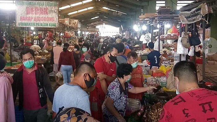 Cegah Covid-19, Pedagang dan Pembeli di Pasar Flamboyan Siap Dukung Program Pemerintah