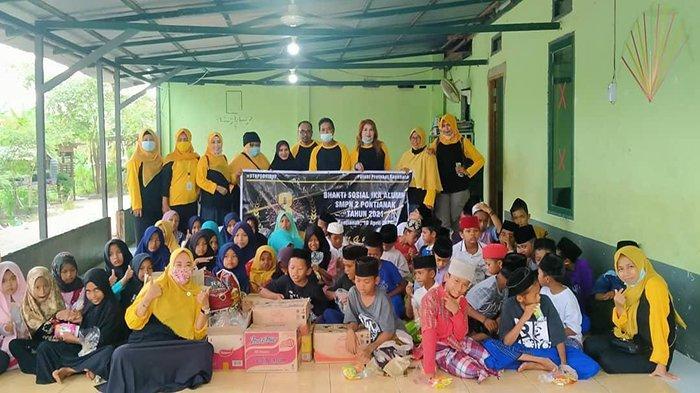Alumni SMPN 2 Pontianak Berikan Bantuan Pada Panti Asuhan di Sungai Rengas