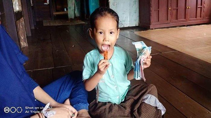 Yayasan Sahabat Kartika Sanga Kubu Raya Berikan Bantuan Kepada Anak Yatim