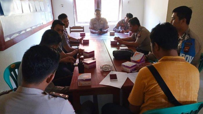 Kapolsek Belitang Evaluasi Kinerja Personel Pada Anev Bulanan