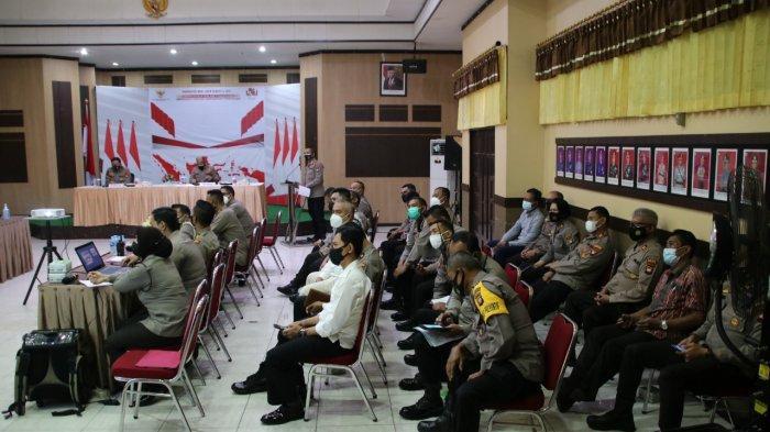 Suasana Rapat Anev Pelaksanaan Penyekatan PPKM Darurat, di aula Polresta Pontianak Kota, Jumat 16 Juli 2021.