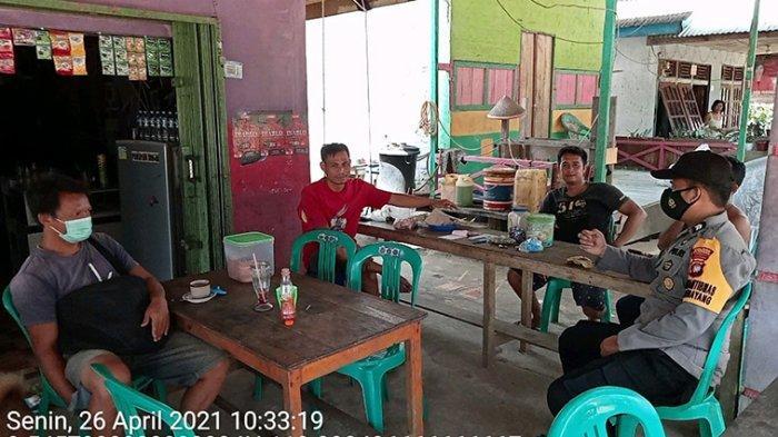 Sambangi Warga Binaan, Bhabinkamtibmas Polsek Kembayan Berikan Imbauan Patuhi Protokol Kesehatan