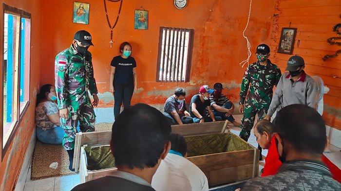 Begini Penjelasan Danpos Satgas Yonif 642/Kps Jagoi Babang Bantu Pemakaman Warga