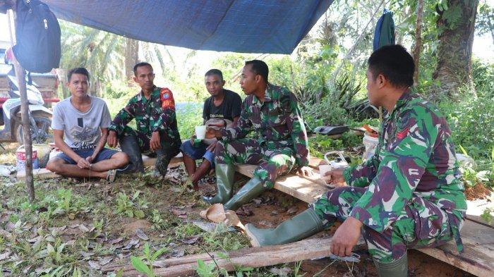 Jelang Berakhirnya TMMD Kodim Sanggau, Satgas Tetap Pererat Silaturahmi dengan Warga Desa