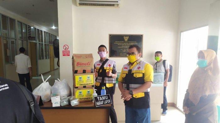 Erry Pimpin AMPG Serahkan Jamu Empon-Empon ke Sejumlah Rumah Sakit dan Masyarakat di Kota Pontianak