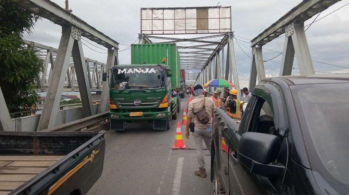 Terjadi Antrean Kendaraan di Jembatan Landak, Arus Lalulintas Mulai Macet