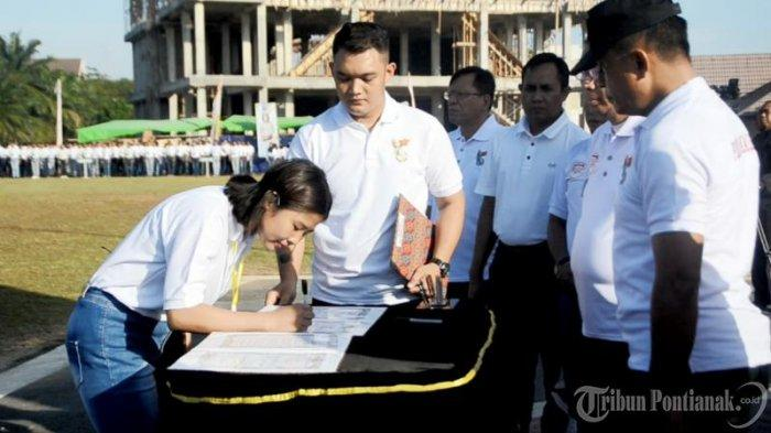 FOTO: Apel Penandatangan Pakta Integritas dan Pengambilan Sumpah Peserta Seleksi Penerimaan Polri - apel-penandatanganan5.jpg