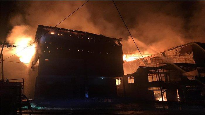 7 Ruko Jualan Sepeda & Rumah Walet Terbakar di Kecamatan Sandai Ketapang, Kerugian Capai Rp 3 Miliar