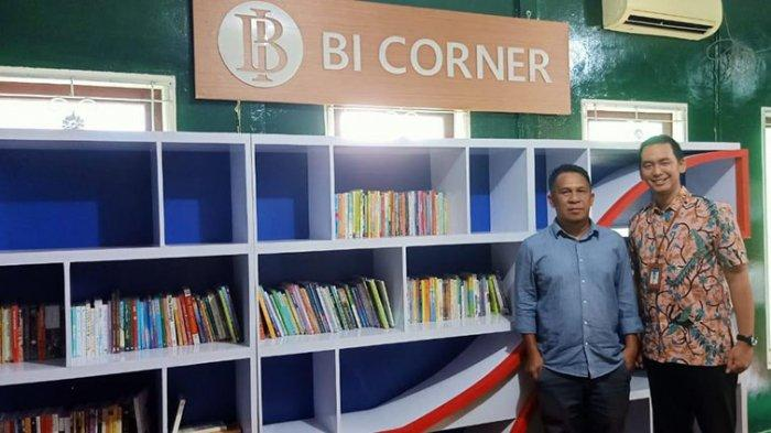BI Kalbar Serahkan Bantuan Buku ke Kapuas Hulu, Joshua: Untuk Dukung Program Indonesia Cerdas